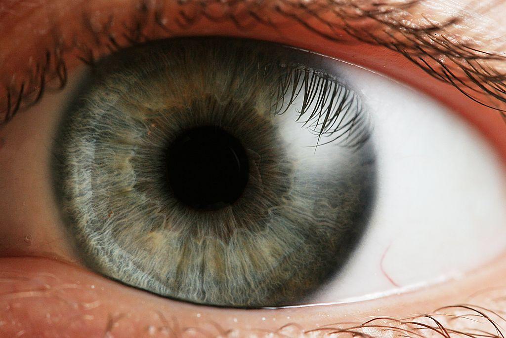 Tengo los ojos rojos, escozor, legañas,…