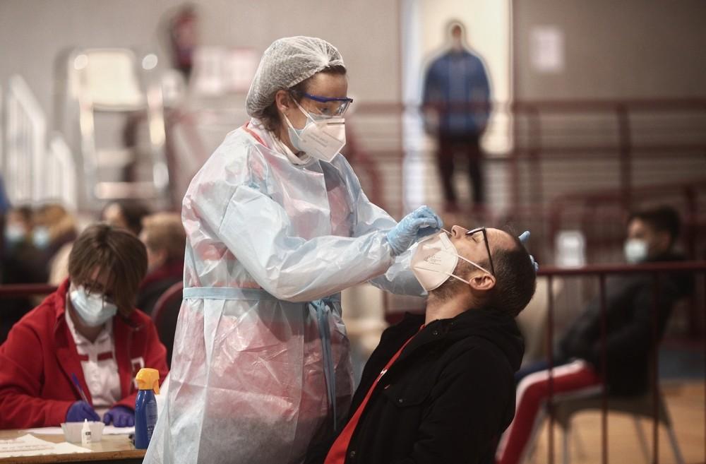 Cataluña desplegará las pruebas diagnósticas de automuestra PCR en farmacias
